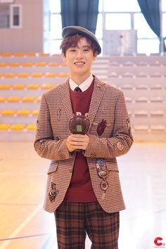 Cosmopolitan, Prepping, Korea, Suit Jacket, Celebrities, Boys, Jackets, Kpop Boy, Idol