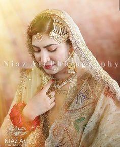 Pakistani Wedding Dresses, Pakistani Dress Design, Pakistani Designers, Desi Wedding Dresses, Bridal Pictures, Bridal Pics, Bride Photography, Pakistani Actress, Bridal Make Up