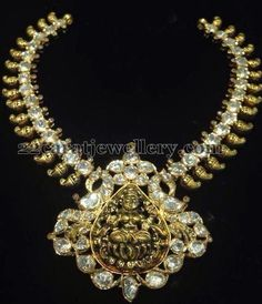 Jewellery Designs: Pachi Necklace with Nakshi Lakshmi Indian Jewellery Design, Latest Jewellery, Indian Jewelry, Jewelry Design, Neck Piece, Temple Jewellery, Diamond Jewelry, Diamond Necklaces, Pearl Necklace