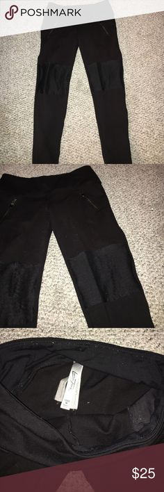LJ leggings Lorna Jane leggings size medium. Zippers on both sides and detailing on the knees. Fits true to size, mid rise, skinny leg. Nice and thick sturdy leggings ! Not see thru Lorna Jane Pants Leggings