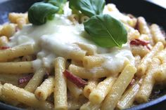 Salamipasta Yummy Yummy, Macaroni And Cheese, Pasta, Dinner, Ethnic Recipes, Food, Butterflies, Mac Cheese, Dining