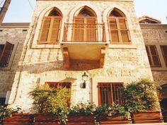 Example of Lebanese homes: http://www.thelebanon.info/lebanon_photos_006.html