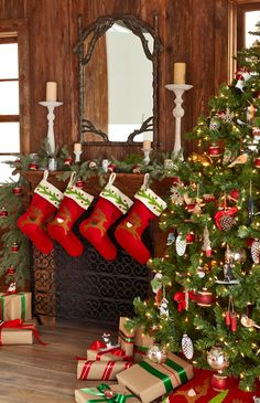 Christmas Fireplace Mantel with red stocking Christmas Fireplace, Christmas Room, Christmas Mantels, Christmas Scenes, Country Christmas, All Things Christmas, Christmas Stockings, Christmas Holidays, Christmas Decorations