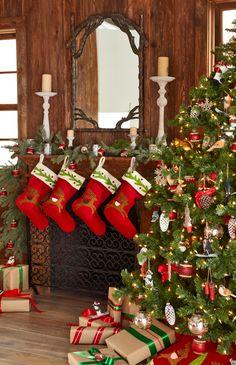 Country Christmas Mantel | #christmas #xmas #holiday #decorating #decor