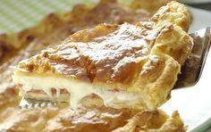 Σκεπαστή πίτα με τυριά κι αλλαντικά