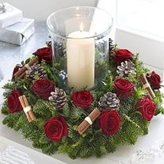 Fabulous christmas centerpieces ideas anyone can make 48 Christmas Flower Arrangements, Christmas Table Centerpieces, Christmas Flowers, Elegant Christmas, Christmas Candles, Xmas Decorations, Beautiful Christmas, Christmas Crafts, Floral Arrangements