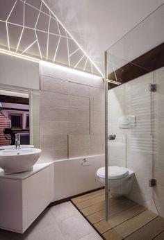 salle de bains sous les combles avec une déco murale en rubans led