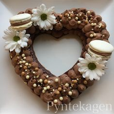 PynteKagen: Heart cake with chocolate mousse and fresh flowers (like the letter and number cakes we see all around right now)