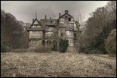 Spooky mansion by Mornixuur.nl, via Flickr