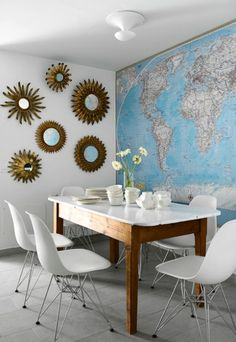 world map - map wallpaper - maps - framed maps - map art - interior design and home decor - crafts - DIY - dining room design via Dining Room Walls, Dining Room Design, Dining Area, Living Room, Home Interior Design, Interior Decorating, Decorating Ideas, Room Interior, Home Design