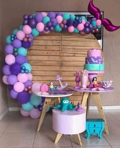 """It has a decorative style that is super trend and is gaining worldwide are the """"pocket party or pocket party,"""" which means """"pocket party"""". Mermaid Birthday Cakes, Little Mermaid Birthday, Little Mermaid Parties, Mermaid Party Decorations, Birthday Balloon Decorations, 1st Birthday Party For Girls, Monster Party, Tulle Table, Drawing Quotes"""