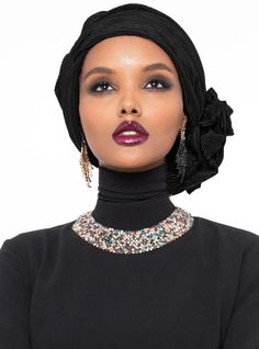 The perfect addition to any Muslimah outfit, shop Halima X Modanisa's stylish Muslim fashion Leda Turban - Black. Find more Instant Scarf at Modanisa! Turban Mode, Turban Hijab, Muslim Fashion, Modest Fashion, Women's Fashion, African Fashion, Online Fashion Stores, Online Clothing Stores, Store Online