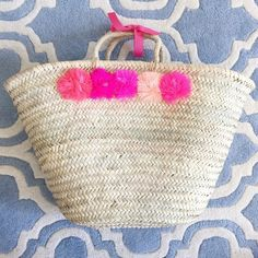 love this pom pom tote