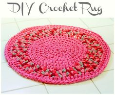 I made this cute crochet rug for my girls' room and it really added a fun and hip vibe. Its a super simple basic circle pattern but the fabric yarn is what really makes it pop! FREE pattern. #crochet #fiber