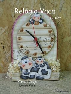 RELOJ DE VACA Cow Ornaments, Decoupage, Biscuit, Cow Pattern, Wall Clock Design, Pintura Country, Country Paintings, Grandfather Clock, Tole Painting