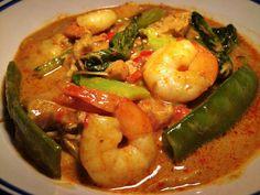 Thai Chicken & Prawn Yellow Curry (Gaeng Karee) – Weight Watchers Friendly –  