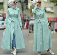 mint open dress with jeans-Casual Summer Hijab Clothing Just Trendy Girls Tesettür Jean Modelleri 2020 Modern Hijab Fashion, Islamic Fashion, Abaya Fashion, Muslim Fashion, Fashion Dresses, Fashion Styles, Romantic Fashion, Fashion Fashion, Style Hijab Simple