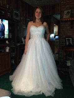 Strapless sweetheart tulle dress. Beaded belt. No train. A-line ball gown. Size 8. Only worn once