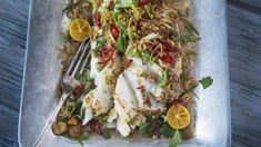 Ovnsbakt torsk med krydder og urter | Godt.no Frisk, Wok, Fish Recipes, Shrimp, Chili, Food And Drink, Meat, Chicken, Baking