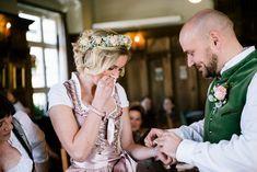 Eine #Dirndl-Hochzeit in Rosa am #Schliersee – wie eine Fotografin aus München heiratet  |  S❤