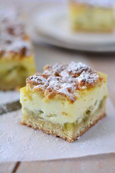 Carrés pâtissiers à la rhubarbe (Pastry squares with rhubarb) Sweet Recipes, Cake Recipes, Dessert Recipes, Desserts With Biscuits, Thermomix Desserts, Rhubarb Recipes, Rhubarb Rhubarb, Rhubarb Muffins, Rhubarb Desserts