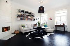 Salón decorado en blanco y negro