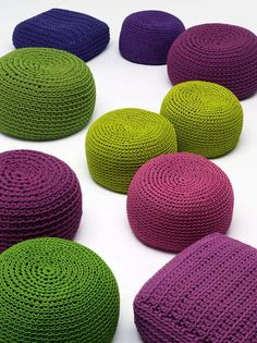Picot Mini - Design: CRS - Manufacturer: Paola Lenti ✔ stools and more seating furniture. Stylepark - the international platform for design & architecture Crochet Pouf, Knitted Pouf, Crochet Diy, Crochet Cushions, Crochet Home Decor, Hand Crochet, Paola Lenti, Knitting Patterns, Crochet Patterns