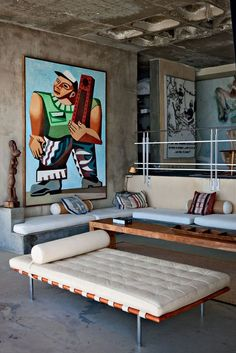 French photographer Jean--Marc Lederman purchased this fabulous villa near the town of Llandudno at the Cape of Good Hope, South Africa. The original home was a boring two-storey brick box, but the view were spectacular Home Interior, Interior Architecture, Interior And Exterior, My Living Room, Living Spaces, Barcelona Daybed, Green House Design, Latest House Designs, Piece A Vivre