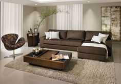 alas decoradas com sofa marrom