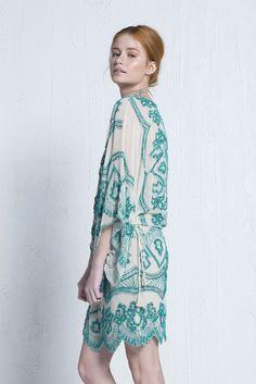 dcd8362348 Vestido Aria Carolina Muller - Vestido curto verde com bordado em  missangas