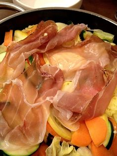 バーニャカウダ風に生クリームとアンチョビ、ニンニクをベースに蒸しあげるだけ! - 87件のもぐもぐ - 生ハムと温野菜サラダ。 by popo0119