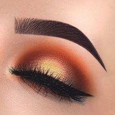 Gorgeous Autumn golden eye makeup look. Gold and burnt orange eyeshadow shades.