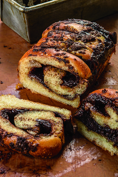 épinglé par ❃❀CM❁✿⊱This babka is so easy, baking it almost feels like cheating. I have a hard time not eating it as it comes out of the oven. Cake Recipes, Dessert Recipes, Chocolate Babka, Bread Cake, Babka Bread, Challah Bread Recipes, Brioche Bread, Jewish Recipes, Food Cakes