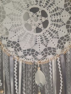 Dream catcher in crochet lace, white and light gray color with glitter feathers Dream Catcher Bedroom, Doily Dream Catchers, Beautiful Dream Catchers, Crochet Shawl Free, Crochet Lace, Crochet Doilies, Diy Room Decor For Teens, Crochet Rings, Crochet Dreamcatcher