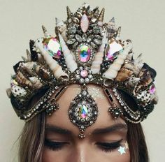 I like this crown . It's and i already need an espresso martini . But i still have no friends . I feel like a want to do a big collab, makeup artist, models. photographer and fuck loads of glitter who wants to play? Mermaid Crown, Mermaid Beach, Seashell Crown, Shell Crowns, Having No Friends, Mermaid Jewelry, Magical Jewelry, Crystal Crown, Circlet