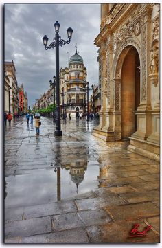 The Plaza de San Francisco in the Spanish city of Seville is one of the oldest and most emblematic of the capital. It is located in the historic center of the city, next to the town hall and the shopping area center.