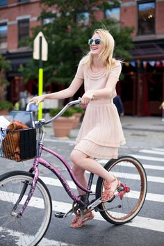 Street Chic: Easy Riders A flirty chiffon dress, embellished sandals and vintage bike all look exceptionally pretty in pink. New Bicycle, Bicycle Girl, Street Chic, Street Style, Street Fashion, Cycle Chic, Bike Style, Ny Style, Style Icons