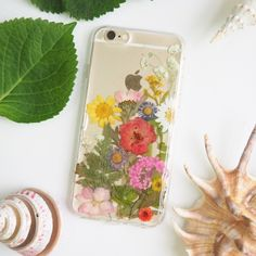 The floral world pressed flower bumper phone case (押し花電話ケース)