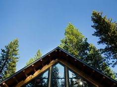 The roof boasts steep slopes that create a striking visual and helps to shed snow. >> http://www.hgtvremodels.com/dream-home/hgtv-dream-home-2014-new-mountain-architecture/pictures/index.html?soc=pindhm