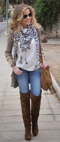 Perfect and simple fall outfit for an afternoon stroll....