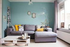 mus bleus clair, moquette beige, canapé gris, comment assortir les couleurs d'intérieur