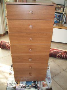 vecchia cassettiera in laminato da rinfrescare