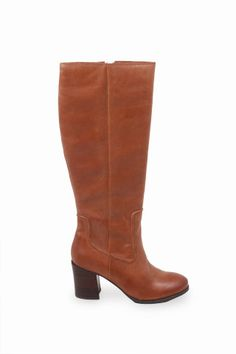 Time to buy new boots! #weloveooh #milieulovesooh #fall #shopping #longisland #oohlala #milieu #milieuli