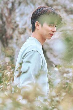 Goblin-Gong Yoo-K Drama_id-Subtitle Gong Yoo Shirtless, Gong Yoo Coffee Prince, Busan, Oppa Ya, Goblin Korean Drama, Goong Yoo, Goblin Gong Yoo, Yoo Gong, Boy Celebrities