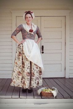 middle class costume with mixed chintz and link to fabric 18th Century Dress, 18th Century Costume, 18th Century Clothing, 18th Century Fashion, Historical Costume, Historical Clothing, Vintage Outfits, Vintage Fashion, Vintage Costumes