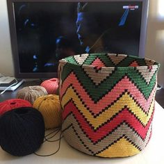 Tapestry Bag, Tapestry Crochet, Crochet Stitches, Knit Crochet, Mochila Crochet, Knitting Patterns, Crochet Patterns, Net Bag, Knitted Bags