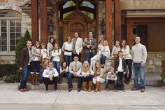 Denims and neutrals for an extended family portrait Large Family Pictures, Large Family Portraits, Extended Family Photos, Large Family Poses, Summer Family Pictures, Fall Family Photos, Large Families, Family Picture Colors, Family Picture Poses