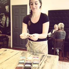 De thee bij Lunchroom van Dam wordt aan je tafel naar wens samengesteld. #lunch #Haarlem #ontbijt #aanrader