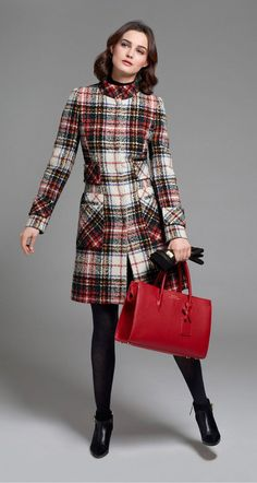 🌟Tante S!fr@ loves this 📌🌟 Red white and black plaid coat. Plaid Coat, Tartan Plaid, Black Plaid, Tweed Coat, Plaid Dress, Tartan Fashion, Mode Chic, Autumn Winter Fashion, Fall Winter