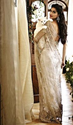 Sonam Kapoor, classy and gorgeous as usual. Love this sari, and the cat!